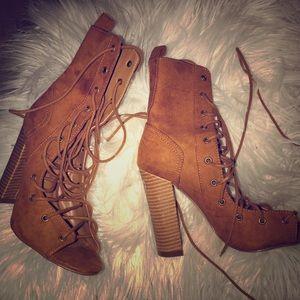 Tie up suade heels